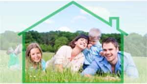 Счастливая семья на поляне