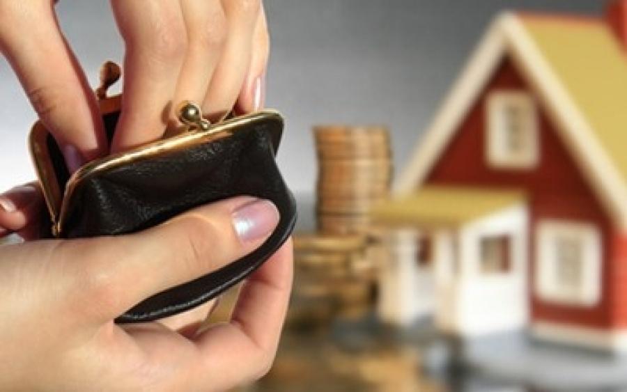 Макет частного дома и кошелек