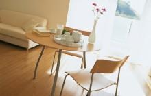 Столик, стулья и диван
