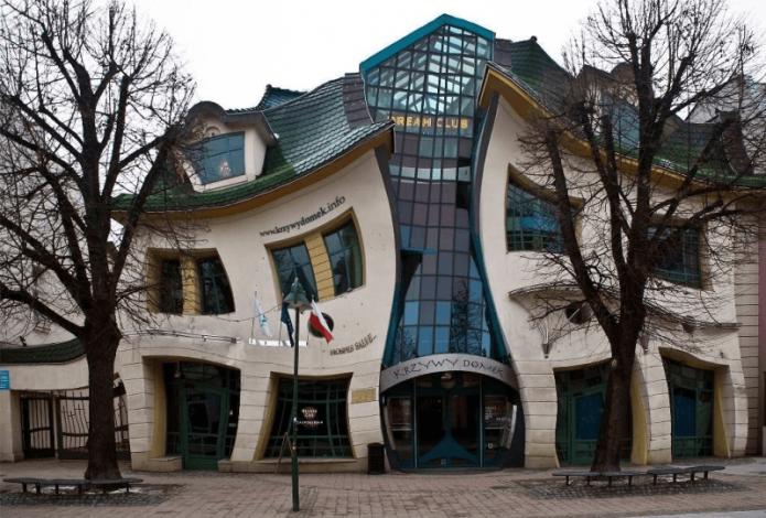 Кривой домик в Польше