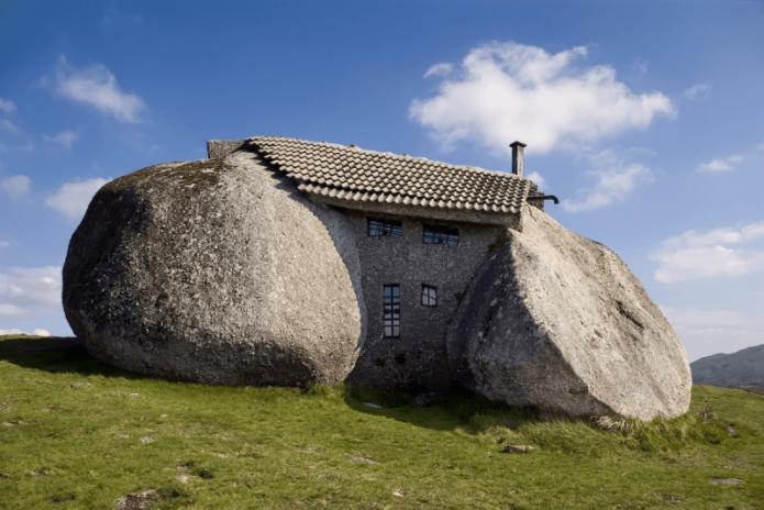 Дом-камень в Португалии