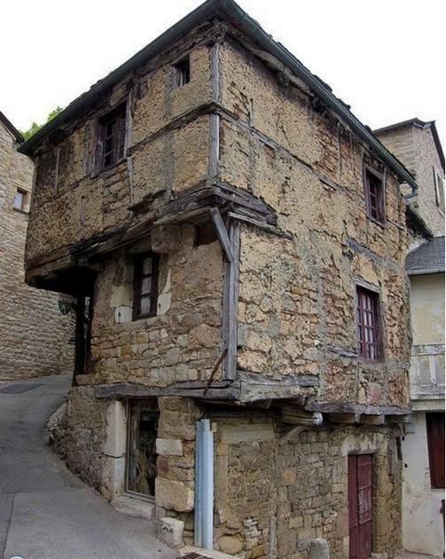 Самый старый дом из камня