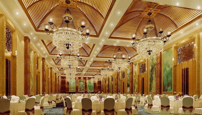 Ресторан в самом большом доме в мире