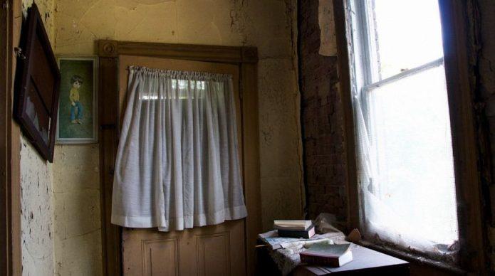 Жуткий дом со старыми вещами