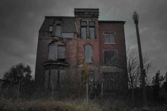 Старый дом с таинственными смертями