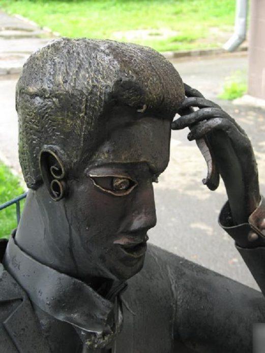 Памятник риелтору