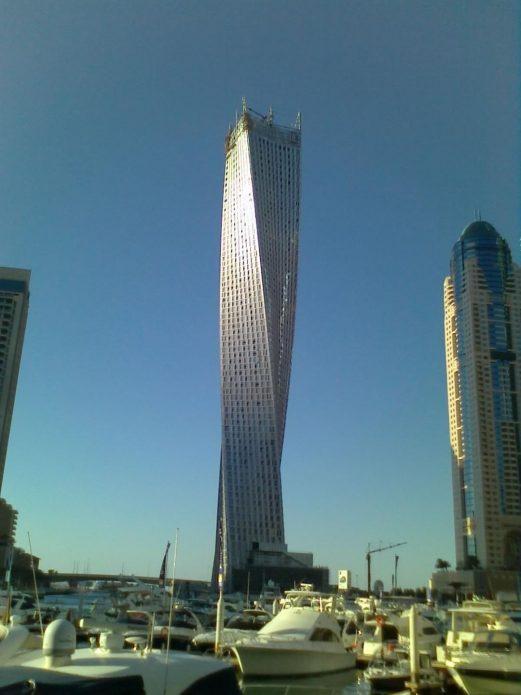 Витой небоскрёб в Дубаи