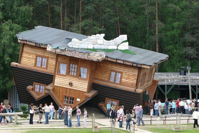 Перевёрнутый дом в Польше