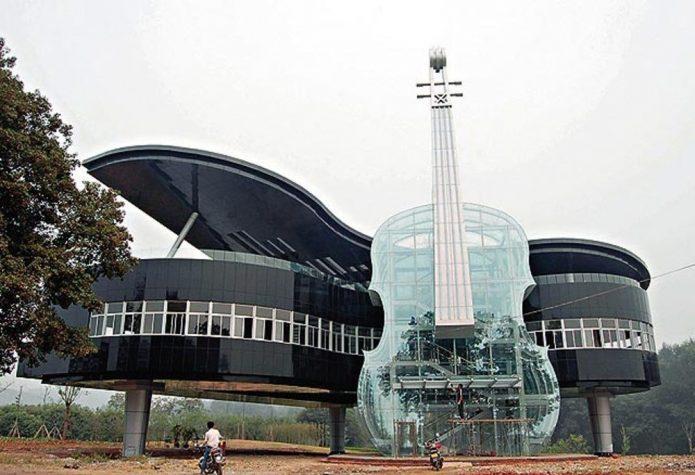 Дом необычной архитектуры в Китае