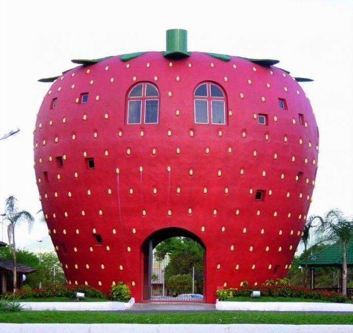Дом в виде огромной ягоды