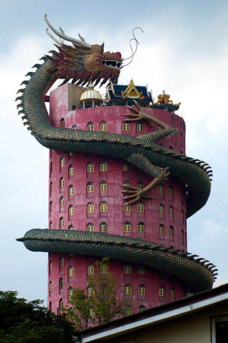 Оригинальный дом с драконом