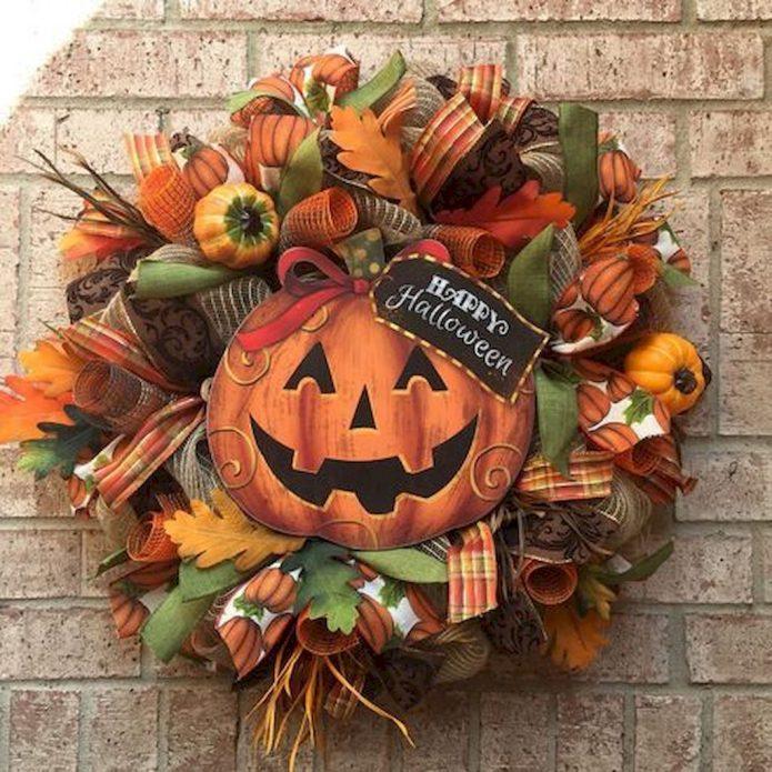 Праздничный венок на дверь к Хэллоуину
