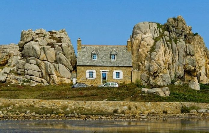 Дом между скалами, Плугрескан, Бретань, Франция