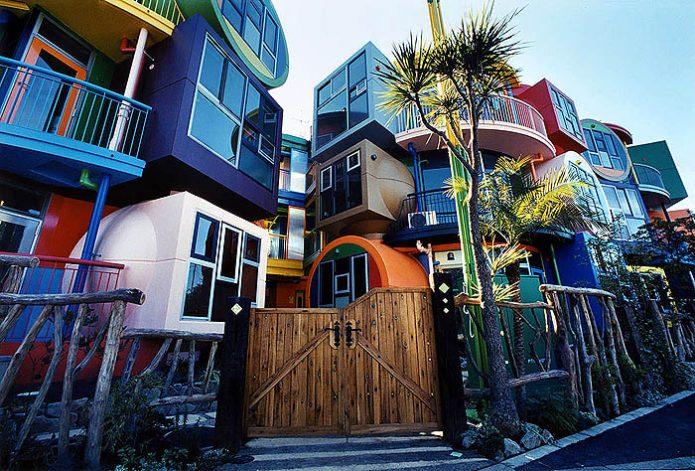 Инновационный жилой комплекс Reversible-Destiny Lofts в Японии