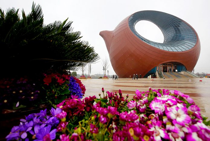 Здание-чайник в Китае