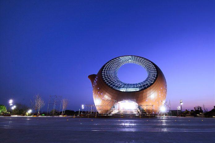 Поразительной здание-чайник в Китае