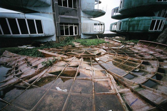 Разрушающийся город НЛО