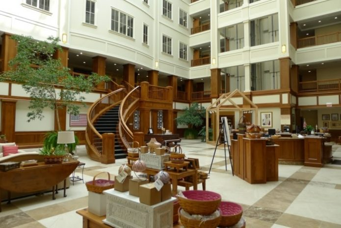 интерьер здания в форме корзины