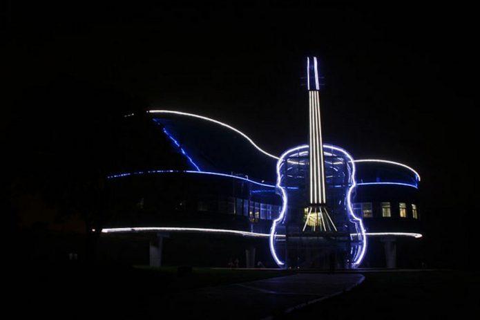 подсветка музыкального здания в Китае ночью
