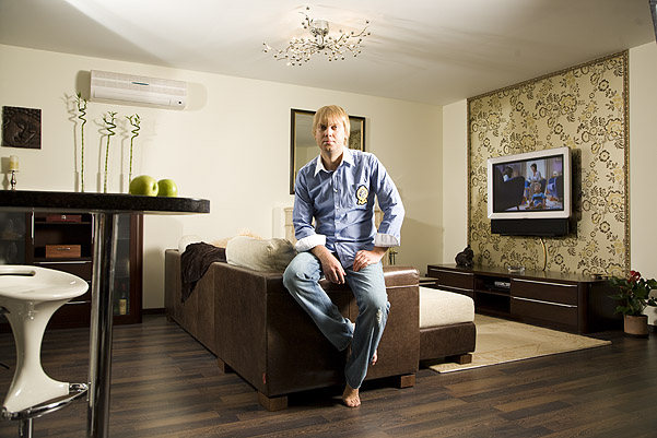 Сергей Светлаков в новой квартире