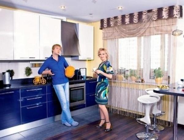 Сергей Светлаков с женой на кухне