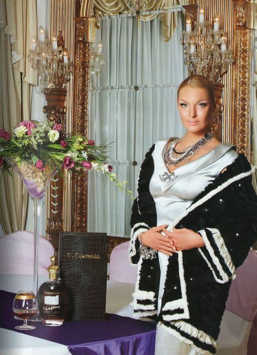 Анастасия Волочкова в своей квартире