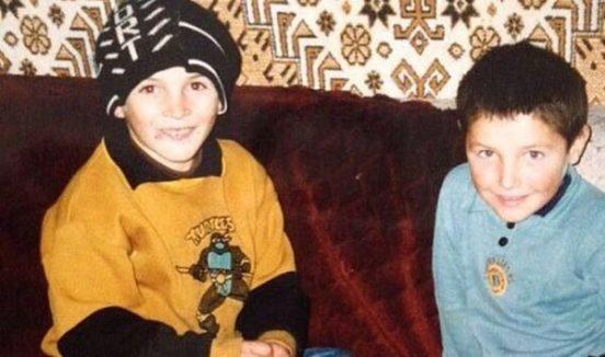Хабиб Нурмагомедов с братом в своём доме