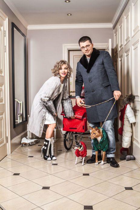 Гарик Харламов и Кристина Асмус в прихожей своей квартиры
