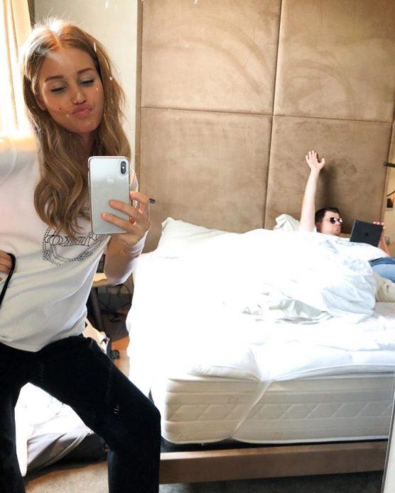 Кристина Асмус и Гарик Харламов в спальне