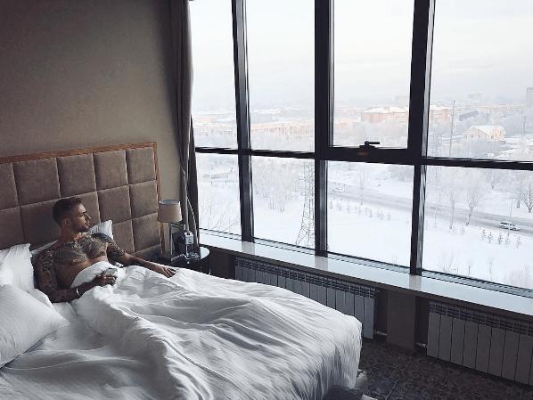 Красивый вид из окна гостиницы