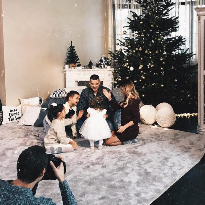 Семья Ксении Бородиной в гостиной