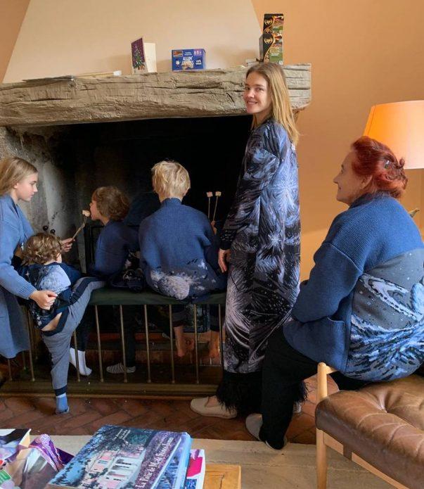 Наталья Водянова с детьми в доме в Лондоне