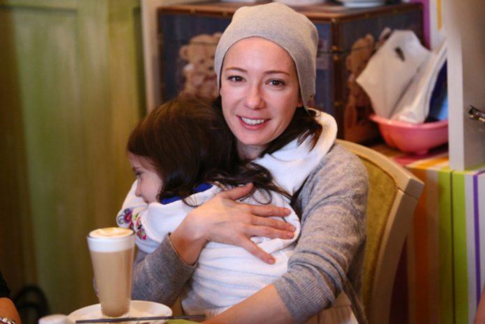 Чулпан Хаматова с дочкой