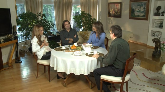 Семья Дмитрия Маликова за столом