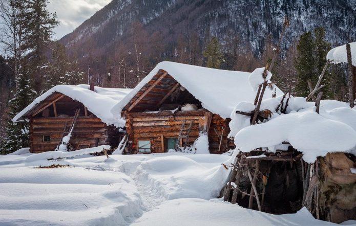 Деревянные постройки в тайге