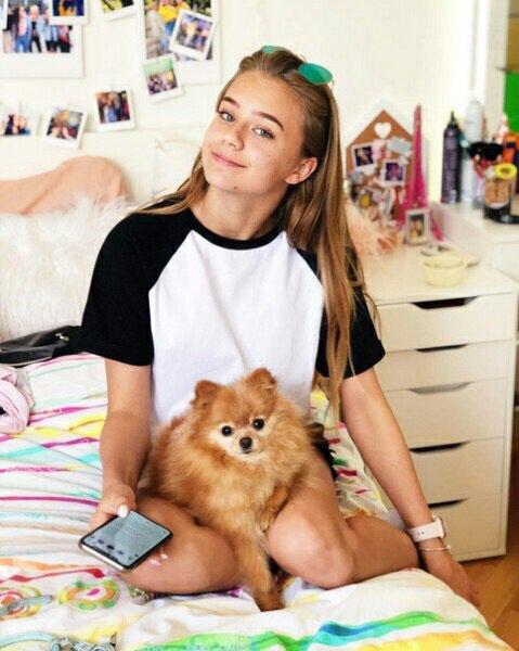Катя Адушкина с собакой