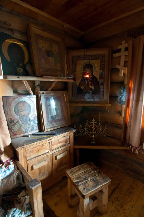 Уголок с иконами в доме Германа Стерлигова