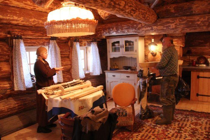 Члены семьи Германа Стерлигова в его доме