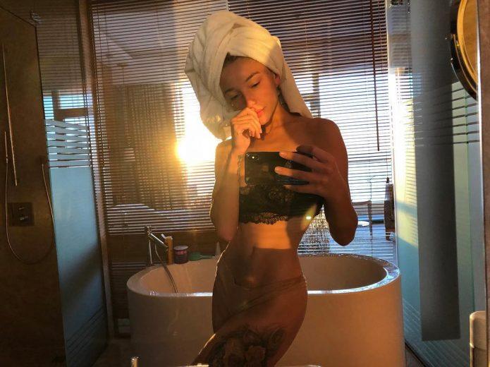 Настя Ивлеева в её ванной комнате