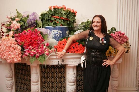 София Ротару с цветами