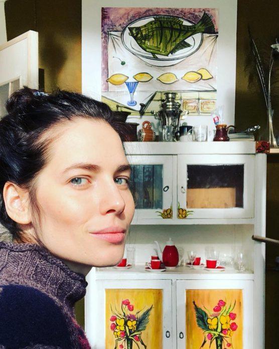 Юлия Снигирь на кухне