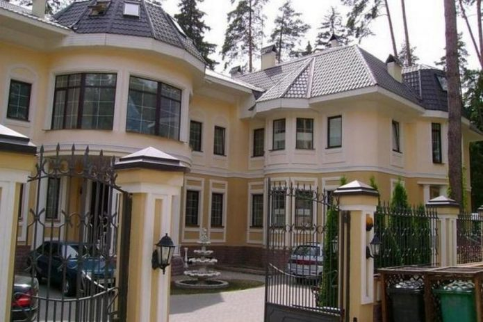 Где живет Никита Михалков