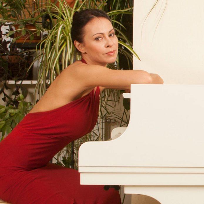 Марина Хлебникова за роялем