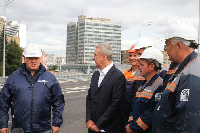 Представители компании «Мостотрест» и мэр Москвы