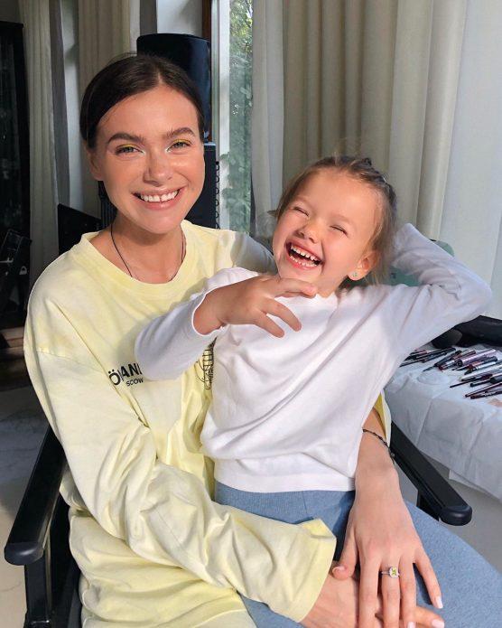 Елена Темникова с дочерью
