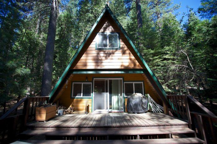 Треугольный домик-шалаш