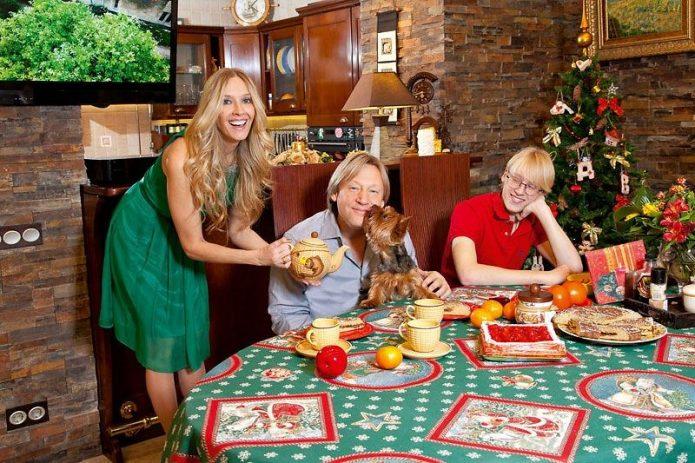 Дмитрий Харатьян с семьёй