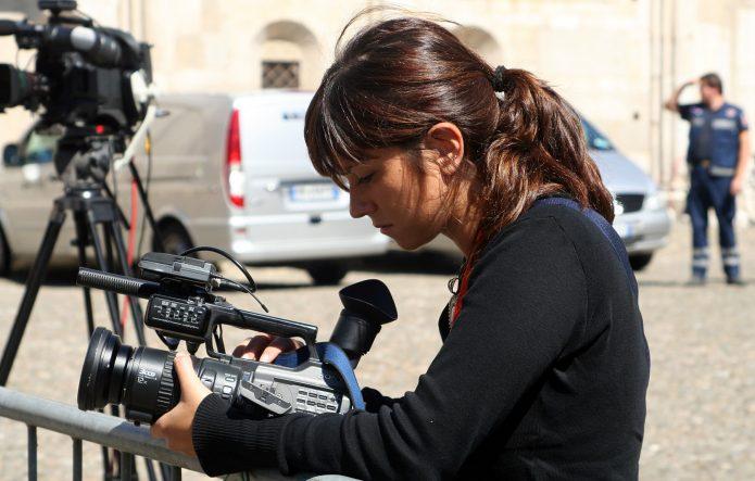 Девушка-репортёр