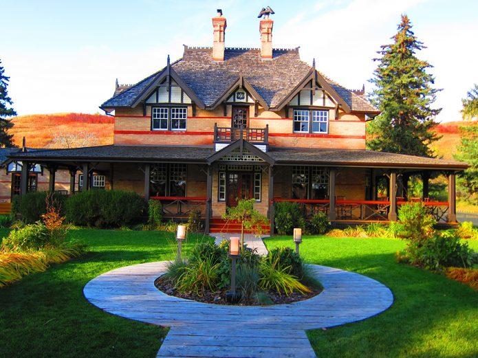 Кирпичный канадский дом