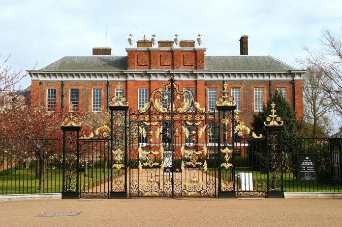 Парадный вход в Кенсингтонский дворец